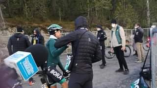 Guarda Matteo Fabbro all'arrivo della 18ª talla #Giro103